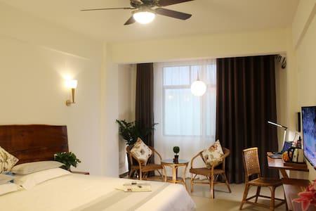 Sunny Sanya-Double Room & 2 Buffet Breakfasts - Bed & Breakfast