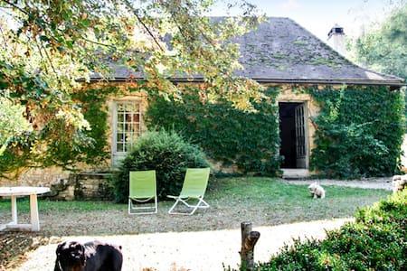 Rustic house w/ large garden - Aubas - Dům