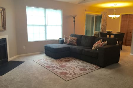 Private room in quiet, convenient condo - North Charleston - Condominium