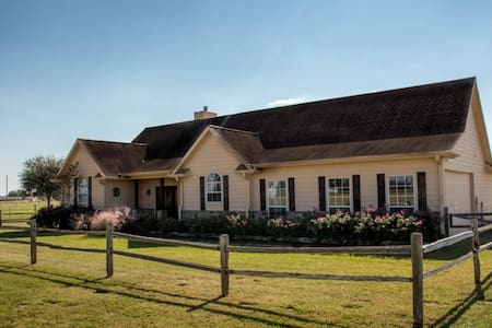 Country Getaway - Relax and Unwind!! - Hus