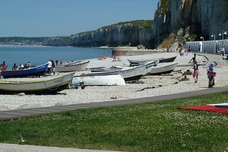 Maison de pêcheur 350 m de la plage. Parking privé - Yport - Ev