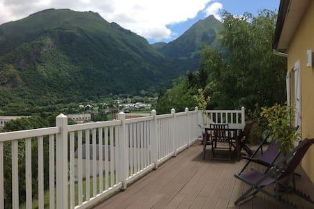 Maison de village de montagne - House