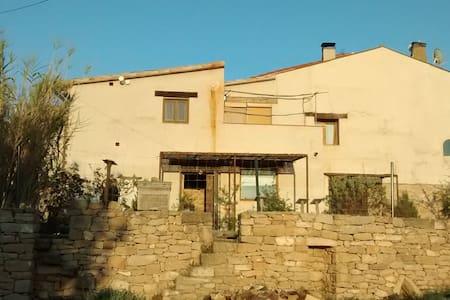 Apartamento rústico/moderno con vistas - Arnes