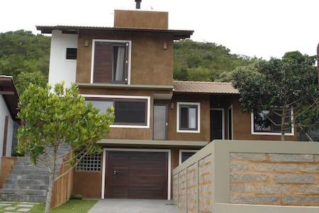 Casa Garopaba Praia Centro/Silveira - House