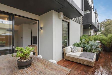 Modern room in amazing location! - Richmond