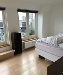Great location w. own Roof terrace - København - Apartment