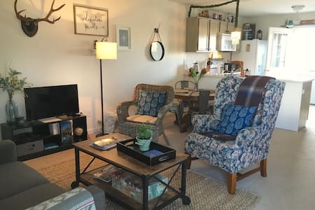 Lovely river view duplex - Cody