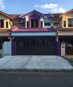 Bercham Home Stay - Ház