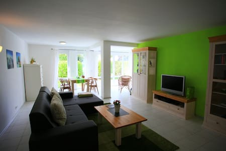 Meersburg: hübsche 2,5 Zimmer Ferienwohnung 75m2 - Meersburg - Apartment