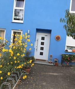 Idyllisches, ruhiges Zimmer - House