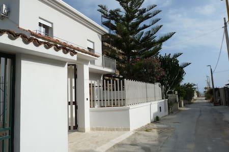 Villa Nar: steps from the sand in Agrigento - Fiumenaro - Vila