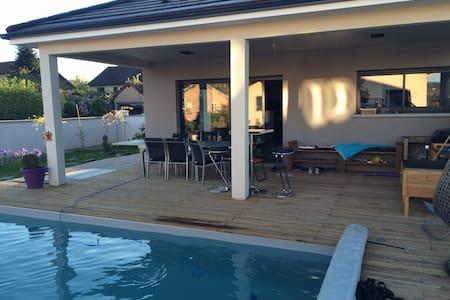 Chambre dans maison avec SDB privée, piscine - Hus