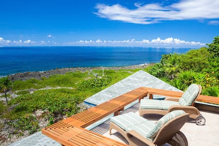 Sea Lodge offers privacy, ocean views and sunsets! - Rumah
