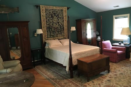 Private Farmhouse Room in Wine country - Keswick - Loftlakás