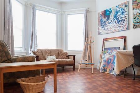 Cozy Room (W) Art Apt. JSQ near NYC - Jersey City - Apartment