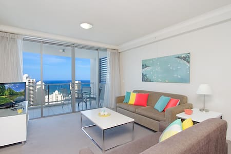 This modern ocean view apartment located on the 21st floor enjoys the fabulous views over the city skyline to the beach. It is perfectly located with shops and restaurants at your doorstep and a short stroll to the beach.
