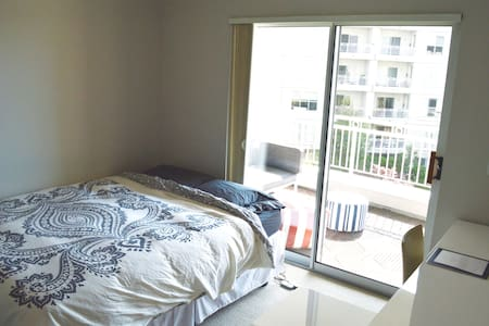 Sunny + Convenient in Heart of SF! - Huoneisto