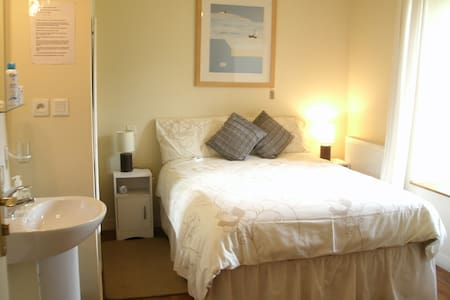 Lauras Chambres D'hotes - Bed & Breakfast