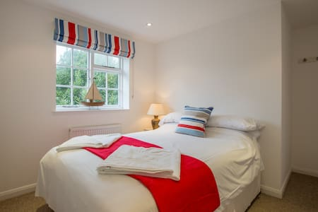 Double En-Suite R11 at Itchenor SC - West Sussex - Bed & Breakfast