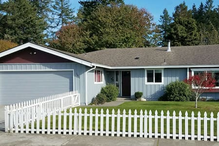 Top 20 holiday lettings brookings holiday rentals for Cabin rentals brookings oregon