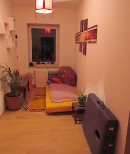 kleines Zimmer in einer 2-er WG - Apartment