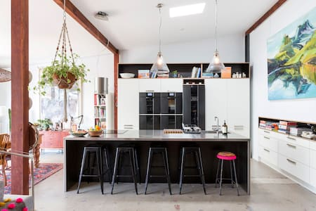 ART-Filled Huge Amazing Residential Warehouse - Annandale - House