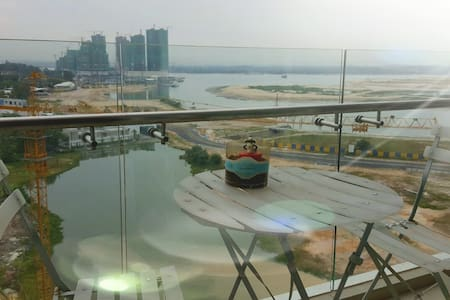 Seaview Balcony Suite-City Center - Johor Bahru - Apartamento