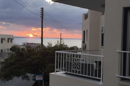 Paphos beachfront apartment 海景房 - Paphos