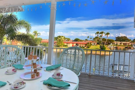 Spacious Beach Getaway on the Canal - Bradenton - Maison