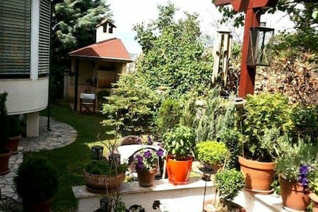 Cozy place with a garden  in Skopje - Apartment