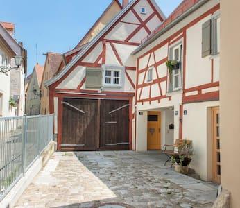 Romantisch Wohnen in der Altstadt - Rumah