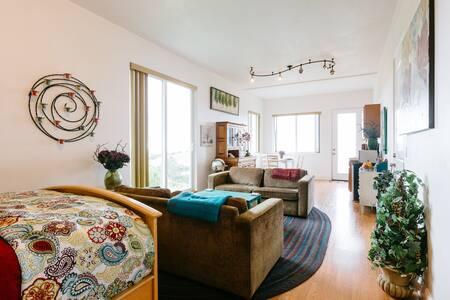 Beautiful-Serene-Hilltop-Oceanview - Monterey - Apartment