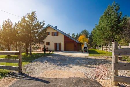 Comfortable Holiday House near Plitvice Lakes - Hus