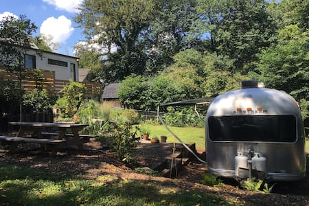 Retro 1970s Airstream in Hip East Nashville - Husbil/husvagn