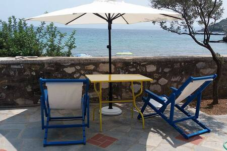 HOUSE KOKKALAS - ON THE BEACH - Pyrgadikia - House
