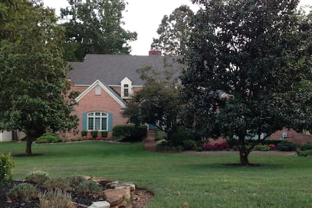 West Knoxville Elegance w/Pool Table 2,000 sq ft - Knoxville - Other