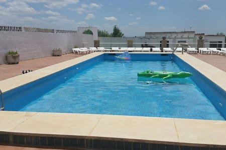 Villa a 18km del  centro Sevilla. - Casa