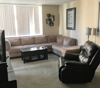 Private Room in Downtown Apartment. 420 Friendly - Leilighet