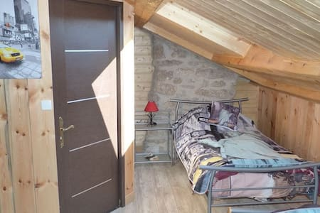 Au Repos d'Antan, La Clauze, GR65 - Cosne-d'Allier - Bed & Breakfast
