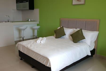 Cozy Studio @ Viana Court - Apartment