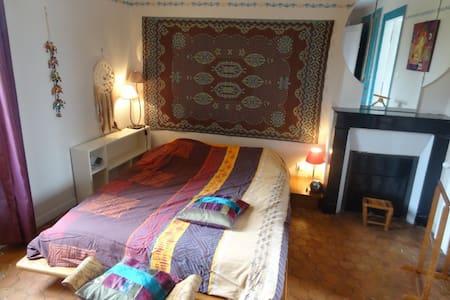 Jolie maison au Neubourg et jardin - Bed & Breakfast