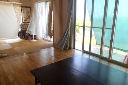来間島の畑人(ぱるさー)の家に暮らすように泊まる・農家民泊ごうらやー - Miyakojima - Haus