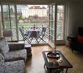 Business Basel - private 3rd floor bedroom & bath - House
