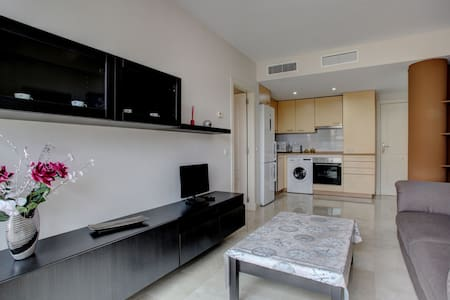 Beautiful apartment + private parking + Internet - Apartment
