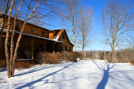 The Landy's Log Cabin - Mount Holly