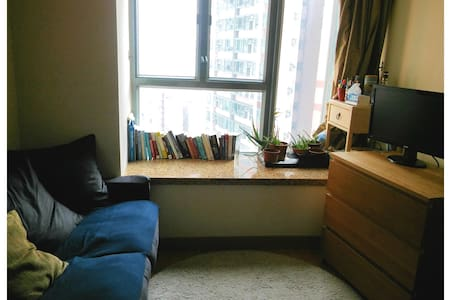 ✓ Private Room w/ Double Bed in a Shared 3 BR Flat ✓Stunning Harbour View ✓ High-rise: 39/F ✓ Superb Location - Right next to IBIS Hotel Sheungwan / Walking Distance to Central & Up-and-coming Hipster Town Sai Ying Pun / Close to All Public Transport
