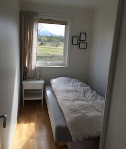 Guest room in beautiful Saltstruamen - Bodø