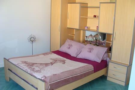 Chambre avec jardin 6 min du centre - Rumah