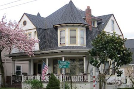 A real Bed and Breakfast - Seattle - Bed & Breakfast