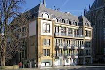 Mitten drin, neben dem Aachener Dom